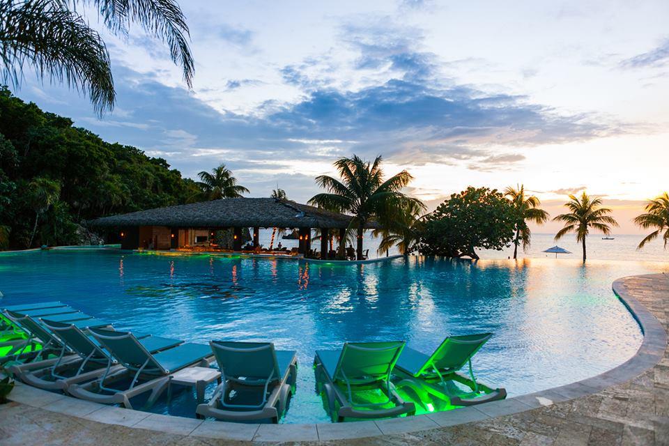 Grand Roatan Resort enjoys a quiet location at the far end of West Bay Beach. Photo courtesy of Grand Roatan Resort.