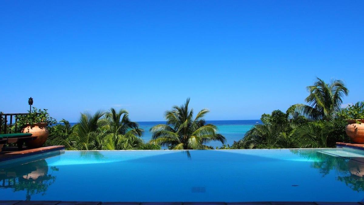 The view from the infinity pool overlooking the beach at Mayoka Lodge.